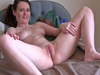Hot Teen Buzzes Big Lips To Orgasm